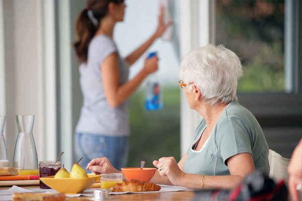 Emploi à domicile : baisse des cotisations !