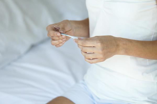 Un test de grossesse connecté à votre smartphone