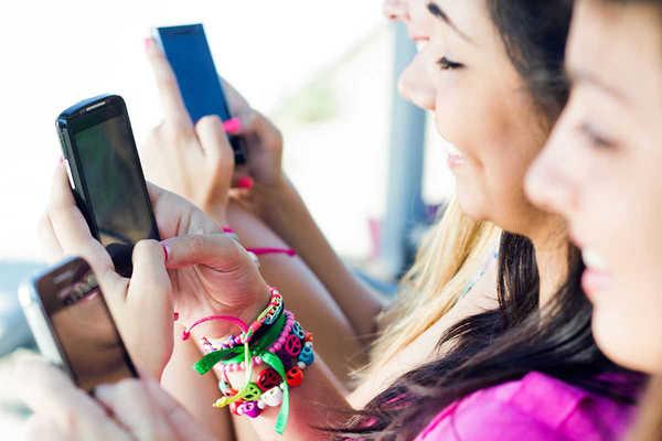 Internet et les 15 à 24 ans : c'est le smartphone
