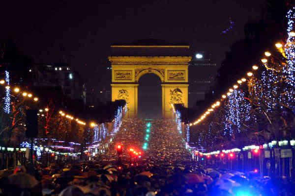 L'avenue des Champs-Élysées réservée aux piétons